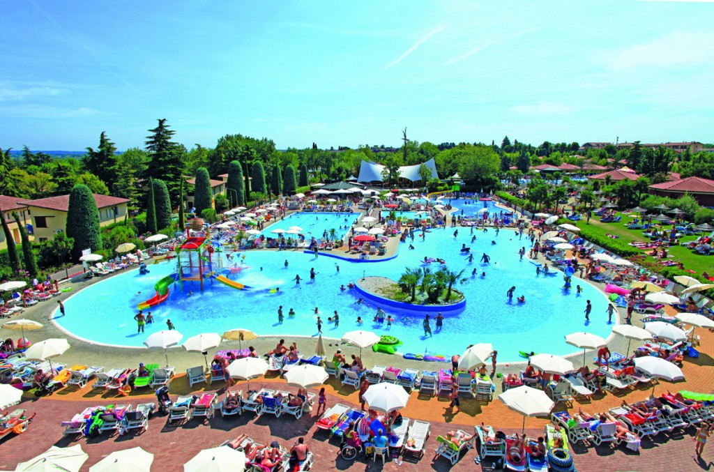 Bella Italia pool overview