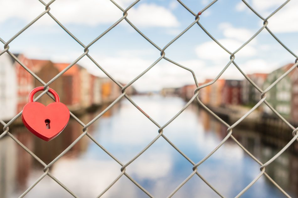 fence-heart-lock-612266